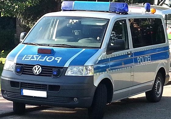 Unfallverursacher flüchtet in Solingen vor der Polizei!
