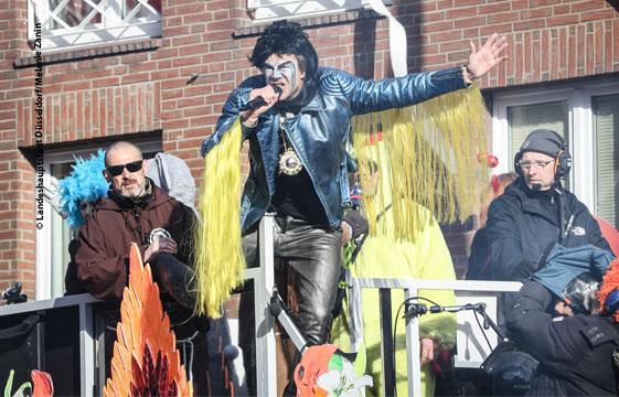 Rosenmontag in Düsseldorf – 450.000 Jecken feiern