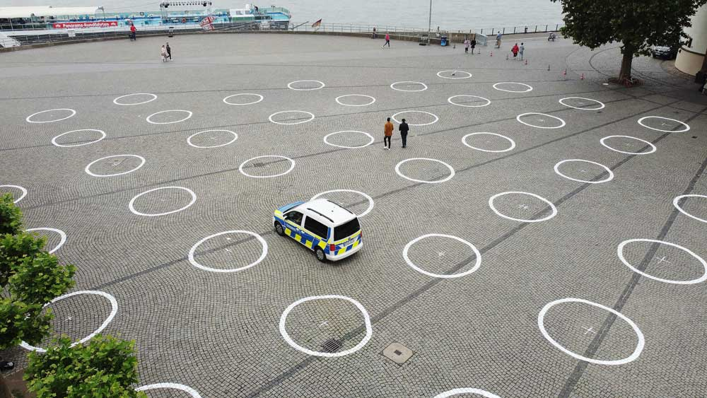Düsseldorf erhält 360 Kreise als Abstandsmarkierungen in Corona-Zeiten!